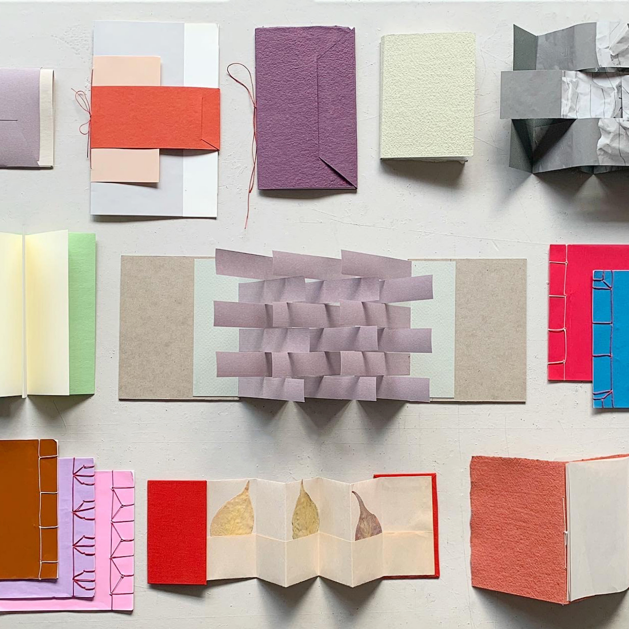 A set of books in all different binding structures made by the instructor, Chang Yuchen.